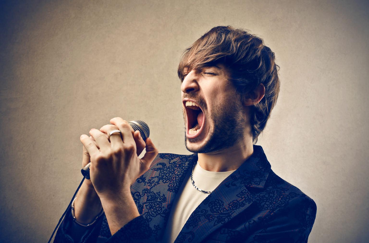 Мужской голос