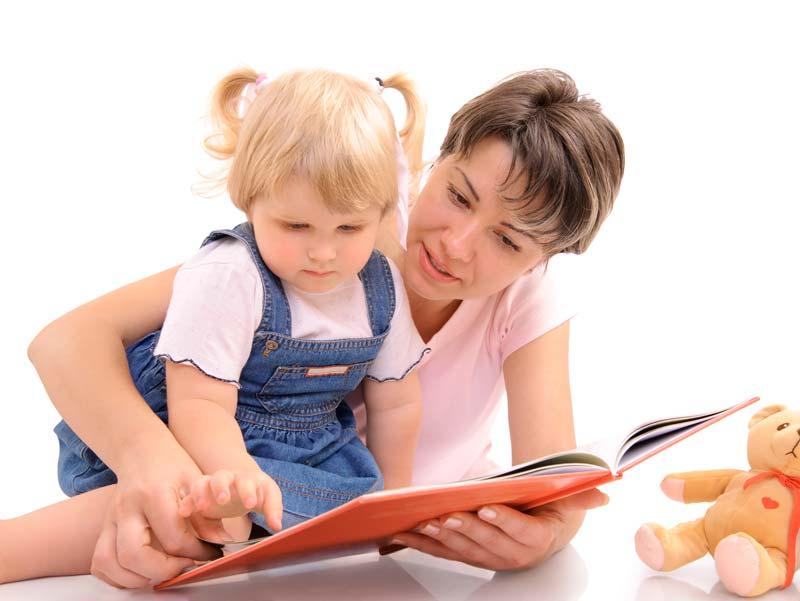 Читаем книгу с ребенком