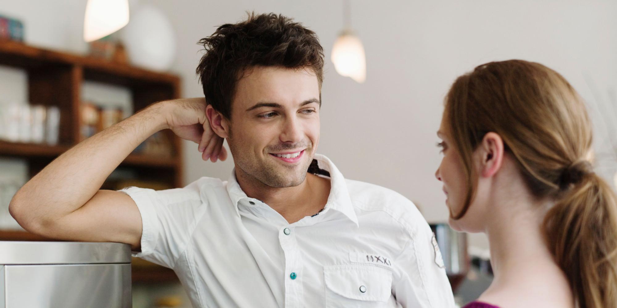 Мужчины смотрят и что на при женщины знакомстве